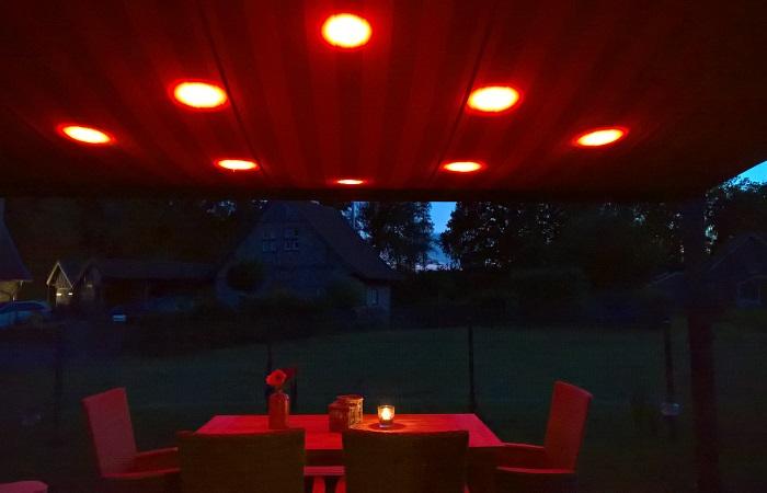 Terrassendach mit LED im dunkeln
