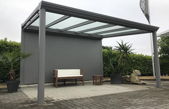 Terrassendach Premium-Veranda graualuminium mit Sichtschutzwand